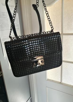 Шикарная чёрная сумка цепочка фактурная шипи
