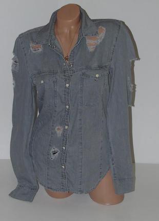Джинсовая рубашка с рванками