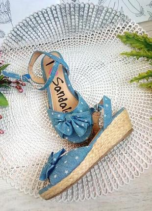 Босоножки сандали под джинс 32 размер на танкетке 4 см каблук синее в цветочек маленький
