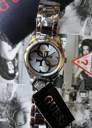 Часы guess из коллекции trend с циферблатом quattro g