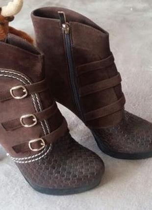 Ботинки новые р. 40