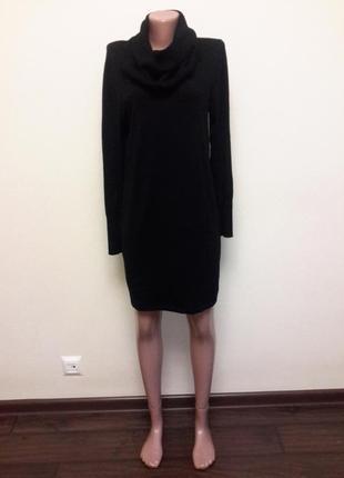 Теплое платье с объемным воротником