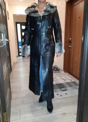 Красиво кожаное пальто