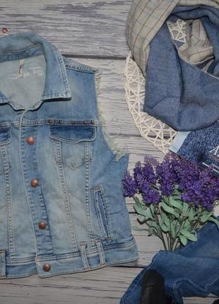 36/s обалденная фирменная женская джинсовая жилетка жилет с рваностями потертостями