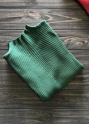 Женский гольф в рубчик изумрудного зелёного цвета стойка