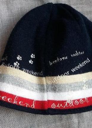 Зимняя шапка с утеплителем на ушках.