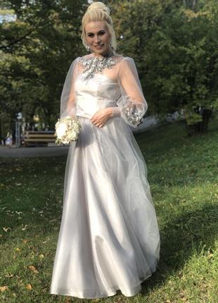 Вечернее выпускное платье в пол с пышной юбкой вышивкой и длинными рукавами