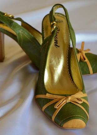 Шикарные оригинальные кожаные босоножки bigoni, 39 размер, отличное качество!