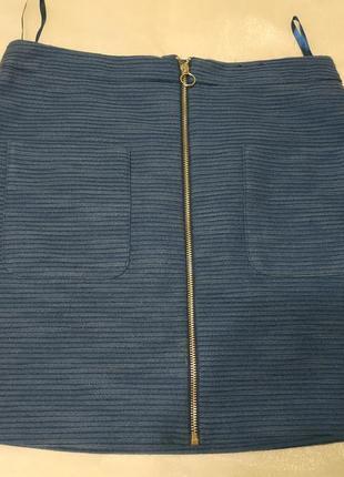 Синяя демисезонная юбка в мелкий рубчик с карманами и молнией посередине