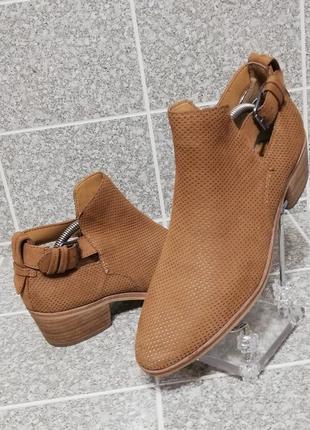 Женские стильные кожаные туфли казаки dolce vita