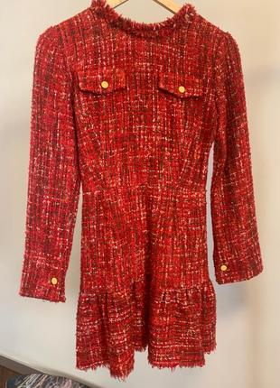 Платье из твида в стиле шанель