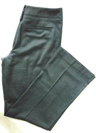 Серые брюки в модный принт на высокую девушку next