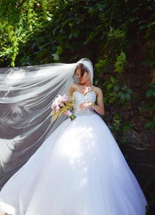 Свадебное платье со шлейфом pollardi