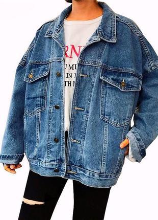 Крутая винтажная джинсовая куртка oversize. италия