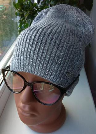 Новая стильная вязанная шапка с люрексом, серая