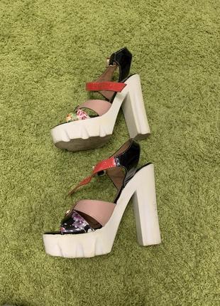 Босоножки на каблуке 34 размера
