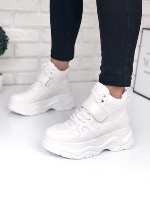 Трендовые кроссовки на массивной подошве с липучкой
