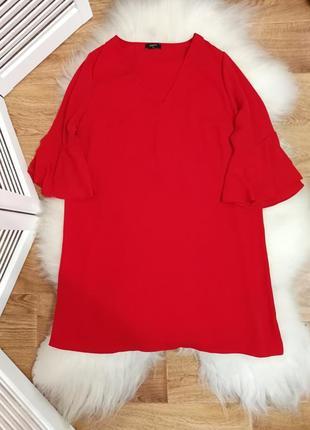Красное платье с воланами на рукавах, р. 20.