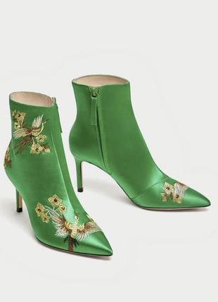 Очень крутые ботинки zara, зеленого цвета. размер: 36, 37