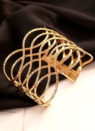Стильный широкий браслет золото