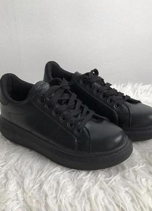 Чёрные кеды, кроссовки