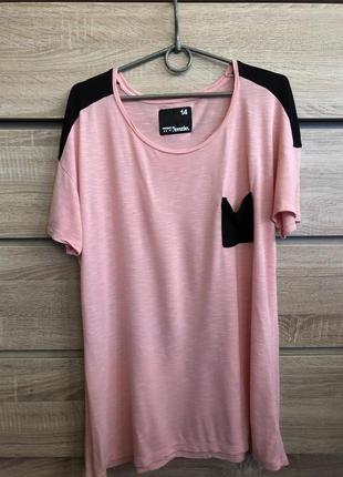 Розовая футболка с карманом