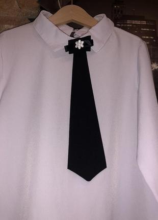 Стильная белая блуза детская с галстуком