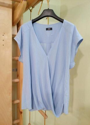 Голубая блуза на запах