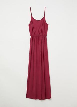 Длинное бордовое платье на бретелях