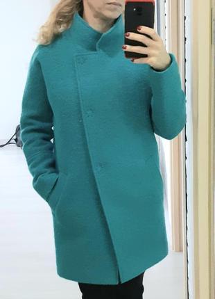 Яркое изумрудное пальто украинского производителя, теплейшее