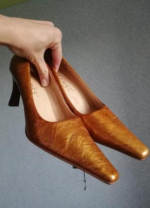 Шикарные туфли золотистые лакированные винтаж длинный кожаные носок гермес