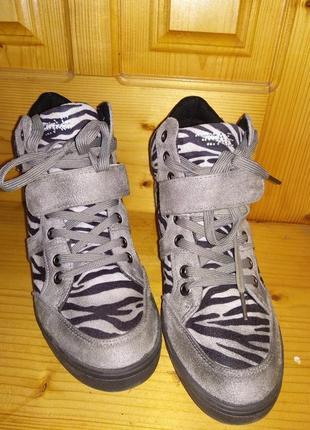 Снікесри(сникерсы), кросівки на підйомі(кросовки на подъеме)