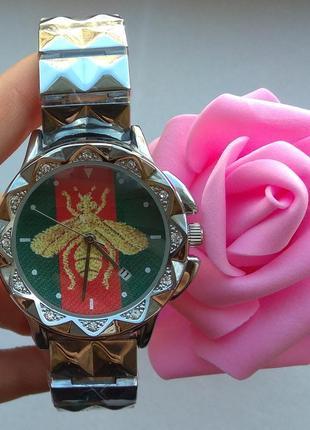 Новые стильные металлические часы, серебристые