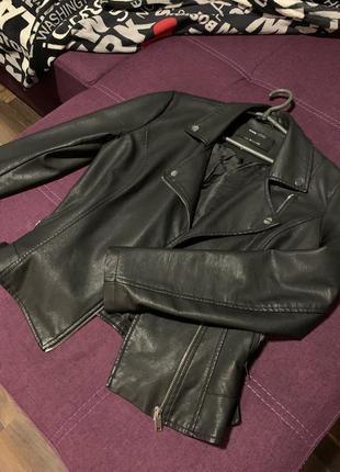 Чёрная куртка кожзам