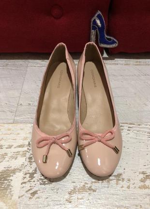 Туфлі нюдовi  із натуральної лакованої шкіри,від cosmoparis