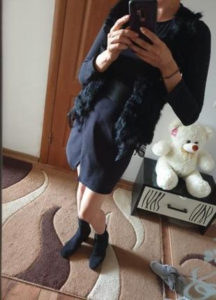 Безрукавка чорна, кролик. розмір с