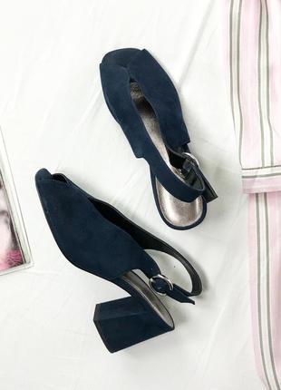 Темно-синие босоножки на устойчивом каблуке sh 1942065   next