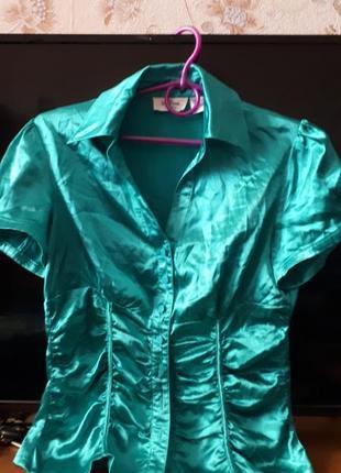Блуза атласная короткий рукав  цвет изумруд