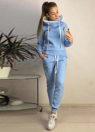 Женский теплый спортивный костюм с меховым капюшоном