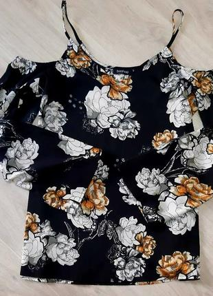 Оригінальна блуза boohoo з відкритими плечима