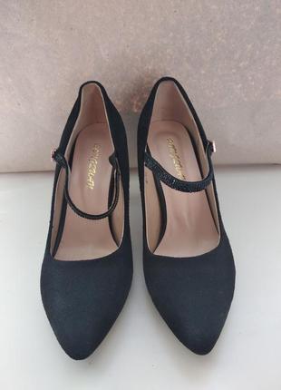 Вечерние остроносые туфельки на каблуке