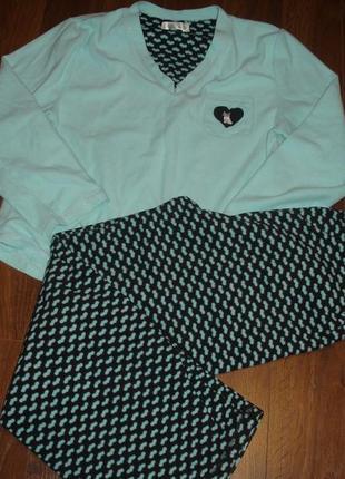 Тепленькая флисовая пижама на 46-48 размер m идет на l
