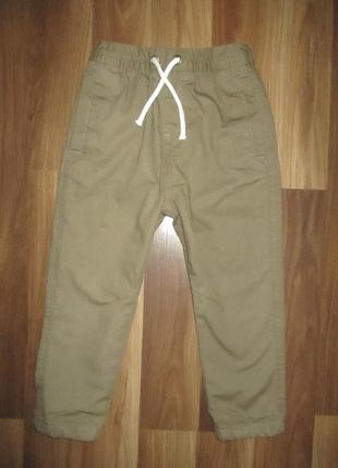 Котоновые штанишки на хб подкладке фирмы некст на 4-5 лет