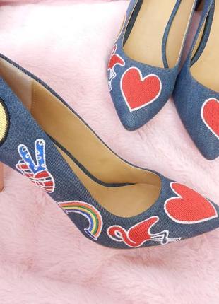 ✅джинсовые туфли с патчами и вышивкой на низком каблучке , на узкую ножку