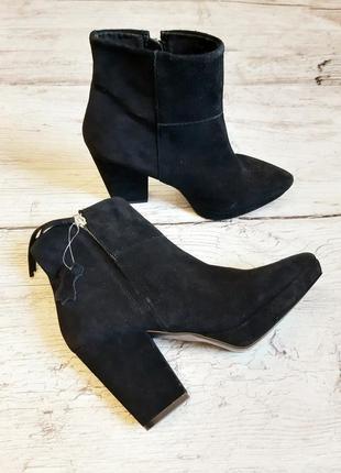 Замшевые ботинки,ботильоны с острым носком,натуральная замша,с асимметричным каблуком h&m