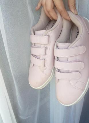 Красивые нежно розовые кеды кроссовки