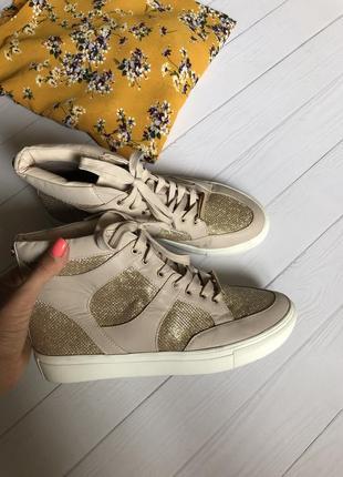 Актуальные сникерсы кроссовки