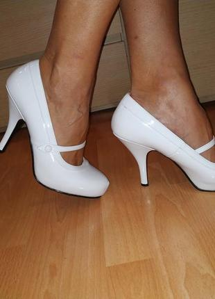 Туфли большой размер белые