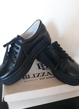 Актуальные топовые кожаные туфли на платформе