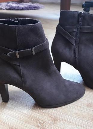 Красивые замшевые ботинки, ботильоны